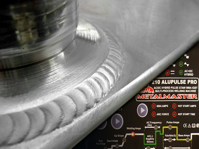 Aluminium welder processes involve an AC arc
